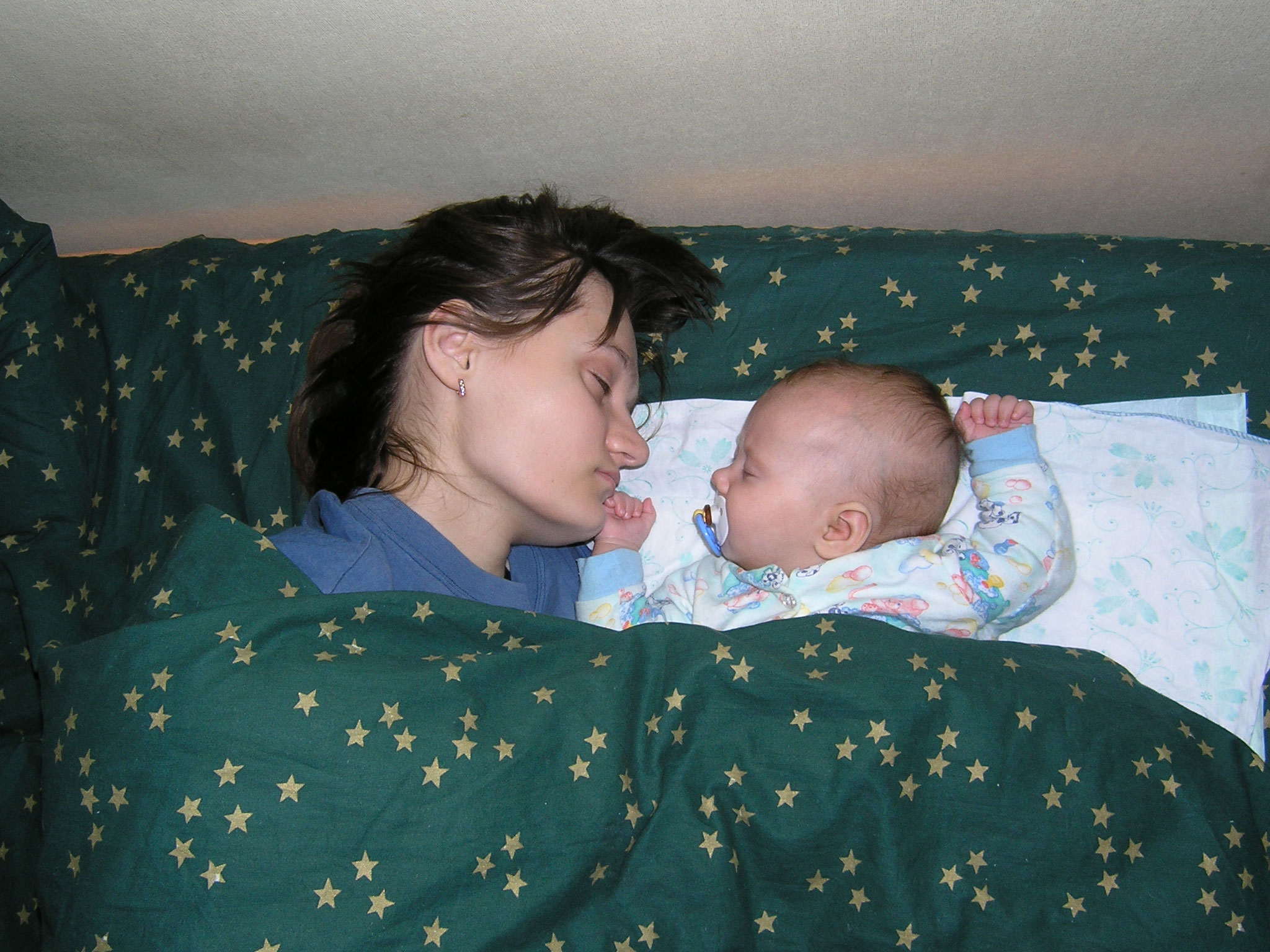 Kristina sleeps with ner mom